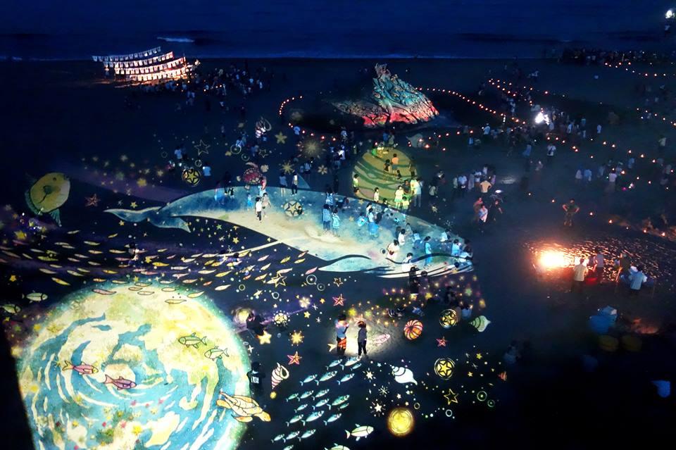2013年七夕に砂浜美術館で投影した時の模様。